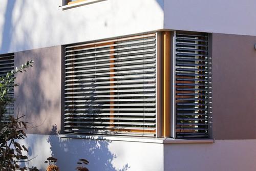 Pros & Cons of Waterproof Outdoor Blinds